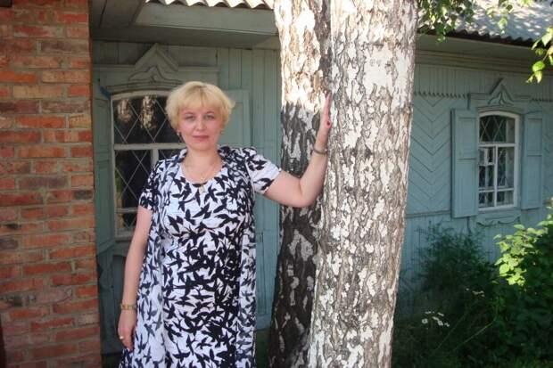 Зрелая дама в платье с ласточками. /Фото: siblove.ru