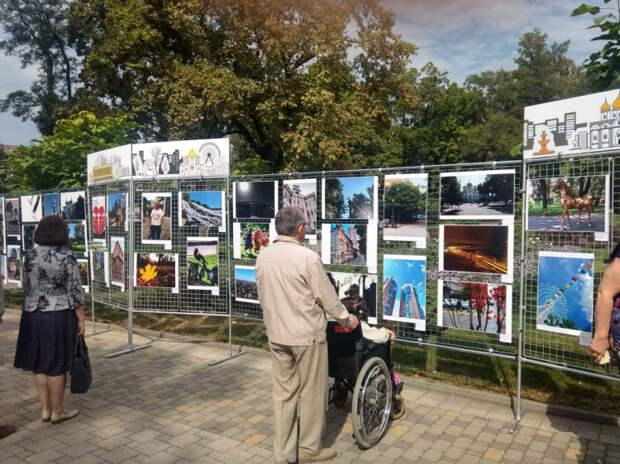В Городском парке Краснодара работает праздничная выставка