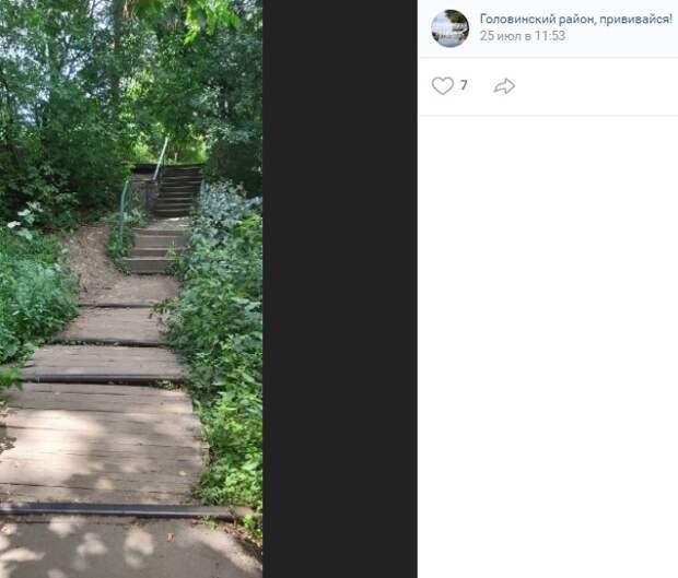 Фото дня: тернистый путь через рельсы в Головинском