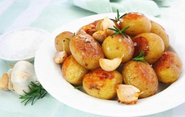 Картошка с чесноком – сытно и полезно. Варианты приготовления любимой всеми картошки с чесноком