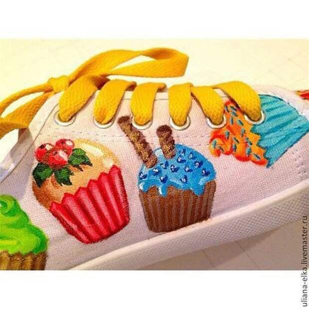Пироженки у твоих ног))))