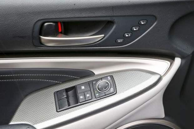 В память можно занести аж три положения водительского сиденья.