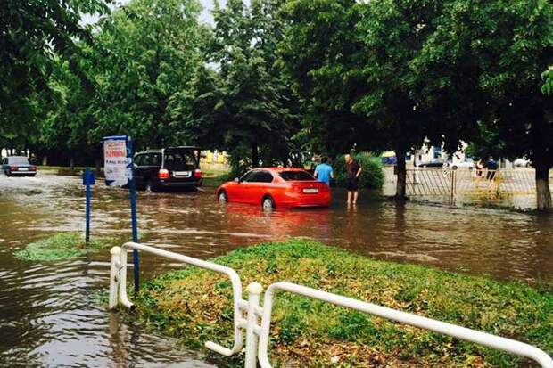 01-07-2015-zatopilo-dozhd-grad-groza-molniia-25