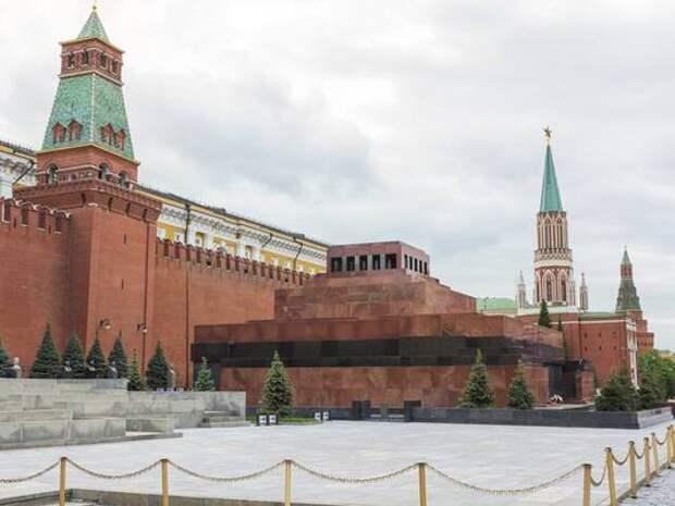 Столичный гид объяснила гигантские очереди в Мавзолей Ленина