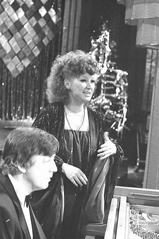 Алла Пугачева и Раймонд Паулс на новогоднем «Голубом огоньке» в 1980 году