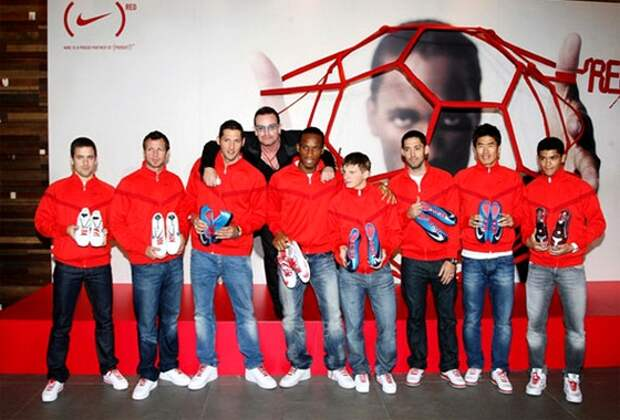 Дидье Дрогба рекламирует шнурки Nikke RED