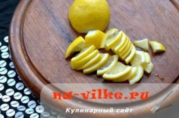 Свинина тушеная с лимоном и луком