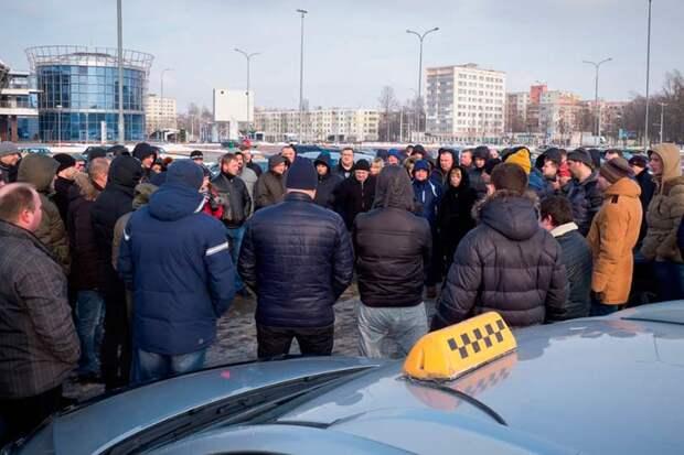 Московские таксисты готовятся к масштабной акции неповиновения и даже занятии площадей, кто за этим стоит