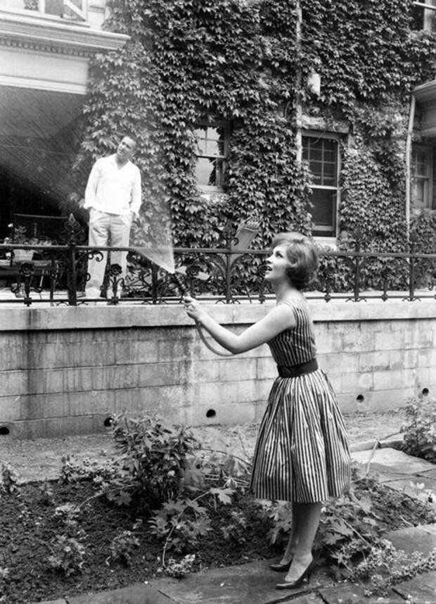 Джина Лоллобриджида в своем канадском доме.1960 год.