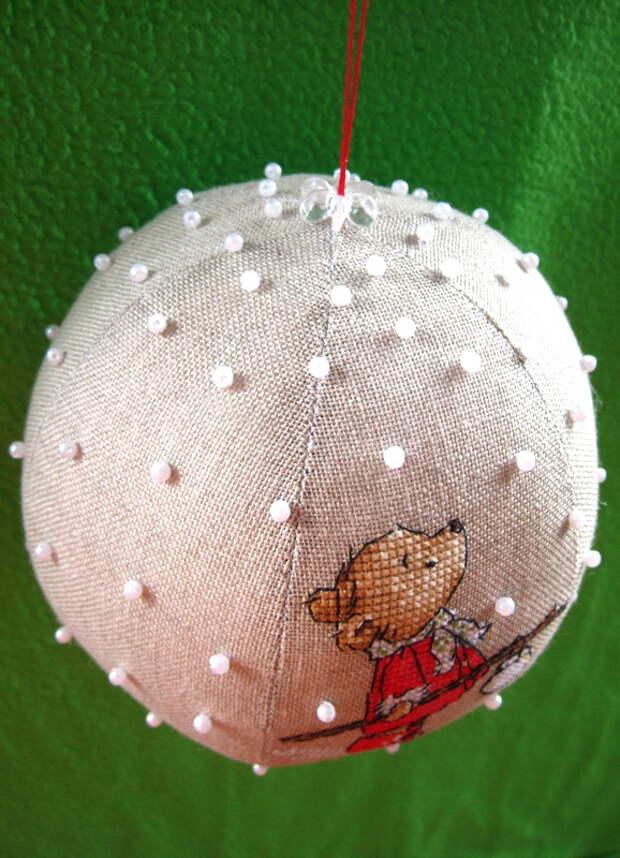 делаем шарику петельку для подвешивания