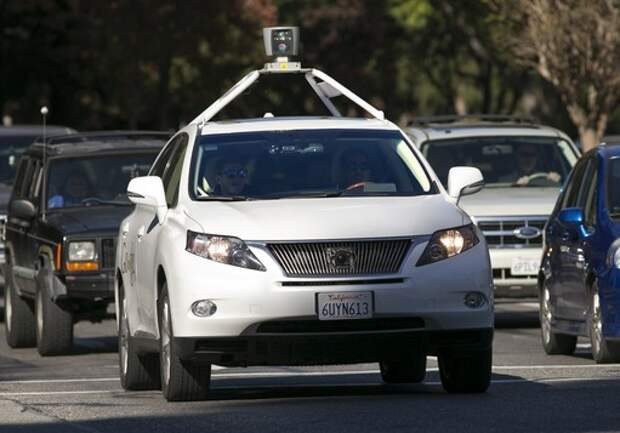 Google обучает самоуправляемые автомобили более агрессивной езде