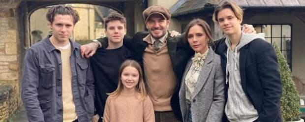 Виктория Бекхэм поделилась трогательной семейной фотографией с Пасхи