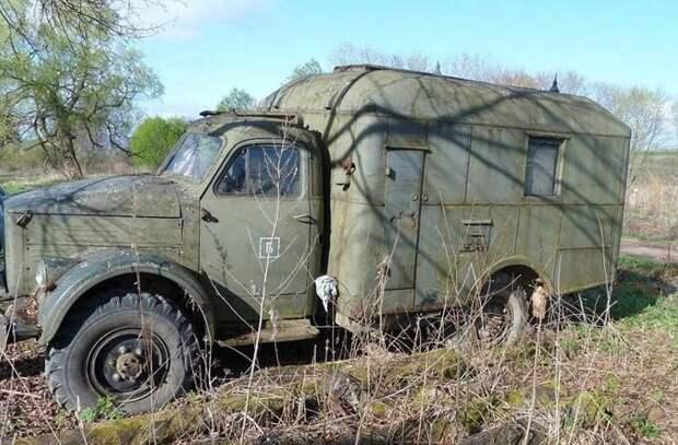 Проезжая вдоль одной из деревень, был замечен грузовик вот в таком состоянии. ГАЗ-63, авто, автомобили, восстановление, газ, грузовик, реставрация