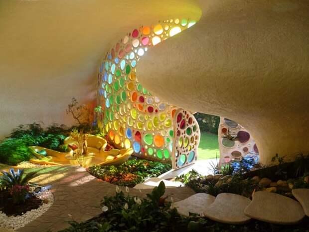 7 волшебных фото дома-ракушки, жители которого чувствуют себя улитками