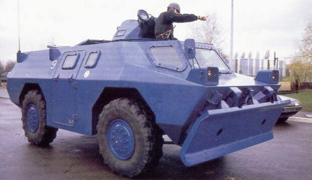 Вдохновленный БТРом VXB-170, БТР-60, Бронетехника Франции