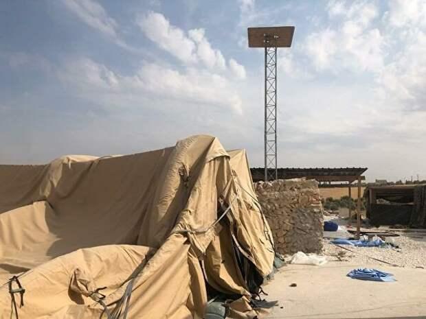 С этой американской военной базы в Сирии её хозяева так сильно спешили унести ноги, что «забыли» не только палатки, но и радиотехническое оборудование.