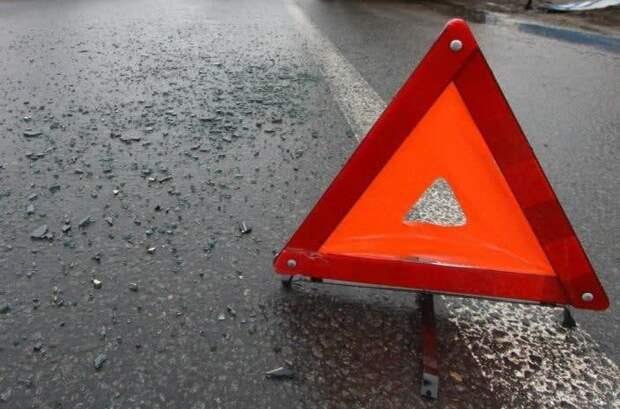 На Ленинградском шоссе легковушка сбила мотоциклиста и скрылась с места ДТП