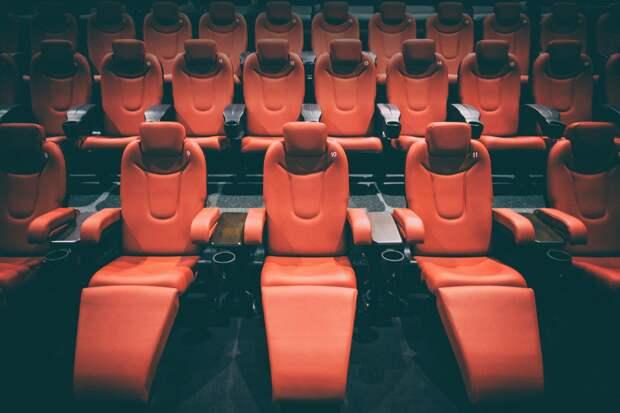 Почти 650 кинотеатров и 54 кинокомпании в России получат поддержку от государства