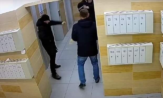 5 лет тюрьмы за самооборону от нападения людей в штатском, которые оказались сотрудниками ФСБ (3 фото + 1 видео)