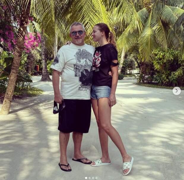 Фото Дмитрия Диброва с молодой женой поразило поклонников