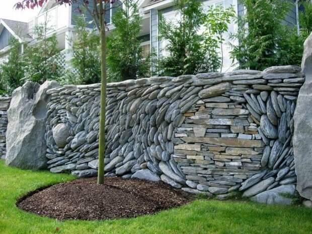 Натуральный камень в дизайне: фасады, заборы, мощение