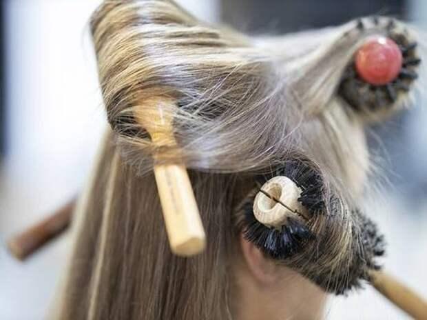 Врач назвал самую вредную для волос прическу