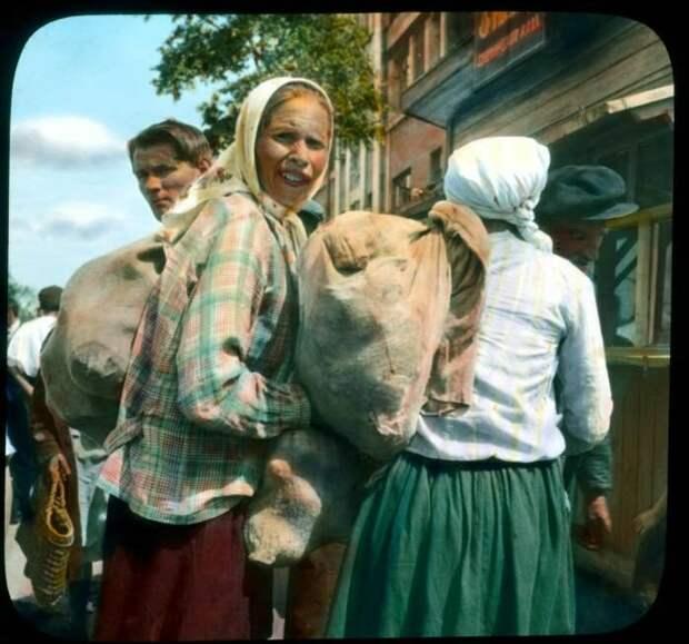 Крестьянка с мешком