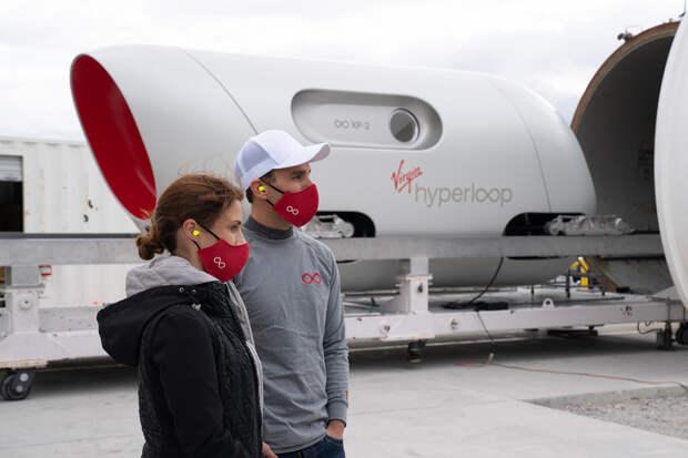 Придуманный Маском Hyperloop впервые испытали с людьми на борту
