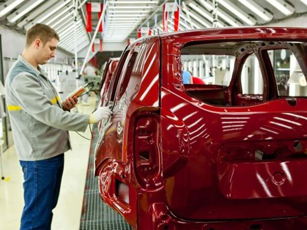 Некоторые компании могут закрыть автозаводы в России из-за кризиса – эксперт