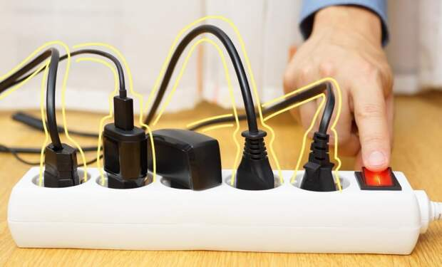 Можно ли держать зарядник от телефона в розетке постоянно