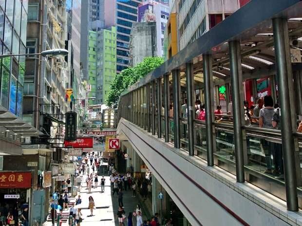 Эскалатор между...городскими районами. /Фото: insider.com