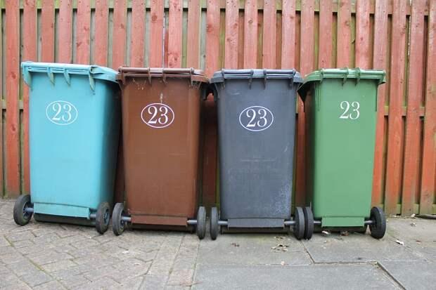 В доме в Хибинском проезде прочистили мусоропровод