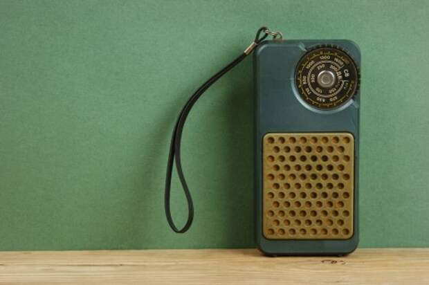 transistor-radio-shutterstock_158551028-WEBONLY-480x319