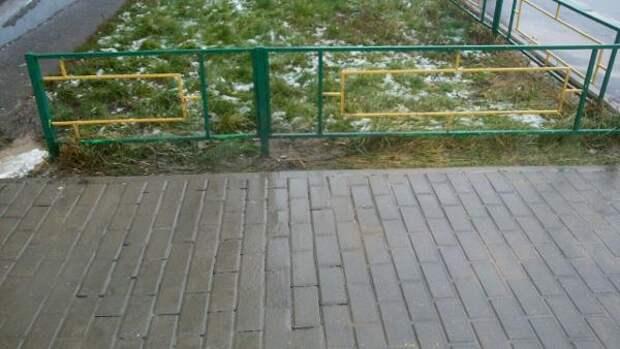 На проспекте Защитников Москвы восстановили тротуарную плитку/ Фото из архива редакции