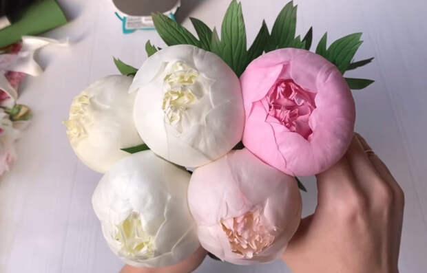 Уникальная техника изготовления пионов. Цветы получаются как живые благодаря обычной лампочке