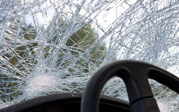 Перевернувшийся автомобиль протаранил четыре машины