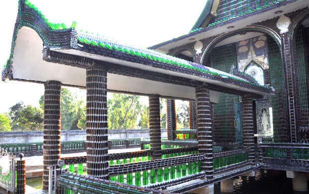 Буддийский храм из стеклянных бутылок архитектура, здания, мусор, отходы, факты