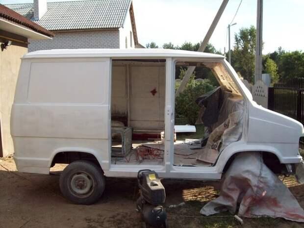 Молодой парень взял старый и ржавый 25-летний фургон FIAT своего отца и восстановил его до идеала, для работы