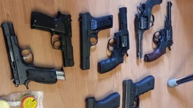 Сотрудники ФСБ пресекли изготовление подпольного оружия в регионах России