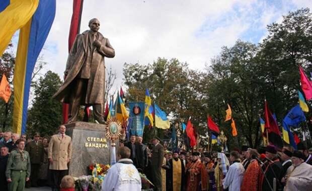 ВоЛьвове призвали вернуть Бандере звание «Героя Украины»