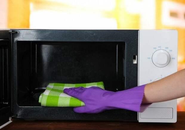 Очистка микроволновки от засохшего жира