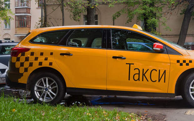 Грузовикам и такси запретят парковаться во дворах: уже с 1 января