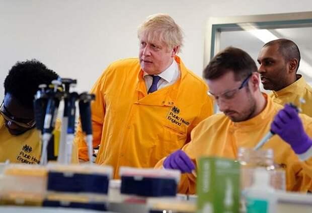 Пандемийные абсурды продолжаются: британский премьер шокировал граждан своим заявлением