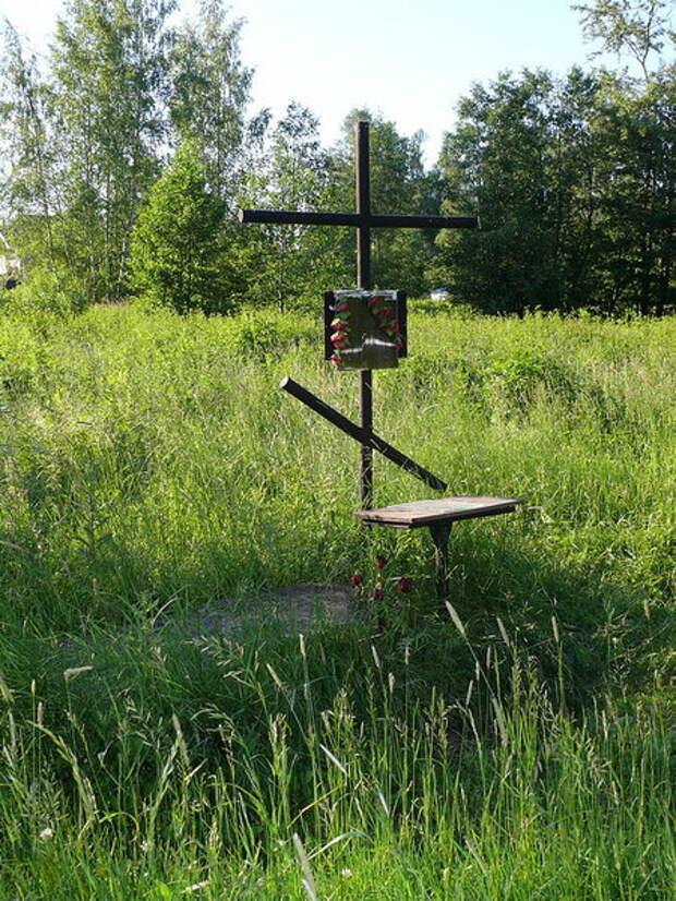 Крест-кенотаф ввероятном месте расстрела Гумилёва. Источник: wikipedia.org