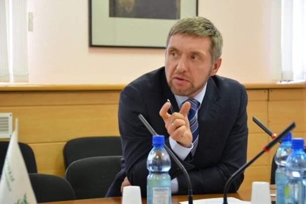 Директор севастопольского государственного бюджетного учреждения «Парки и скверы» Андрей Анохин