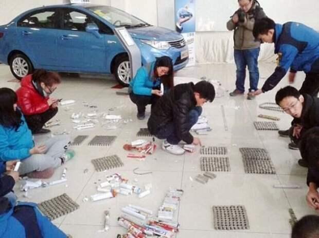 Восемь продавцов потратили полдня на подсчет первого взноса за авто мелочью весом 150 кг