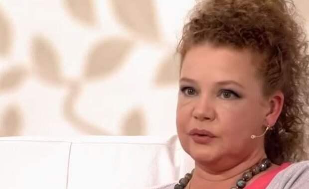 Абрамова призналась, что муж оставил ее с онкобольным ребенком на руках