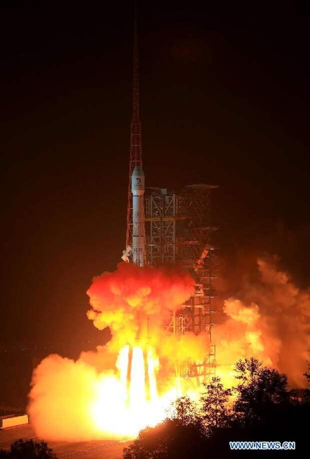 """В Китае был произведен запуск космического аппарата зондирования Луны """"Чанъэ-3"""""""