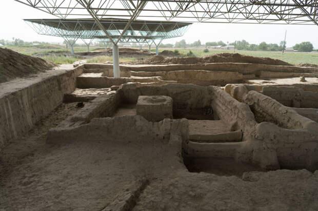 Раскопки Саразма в пригороде Пенджикента