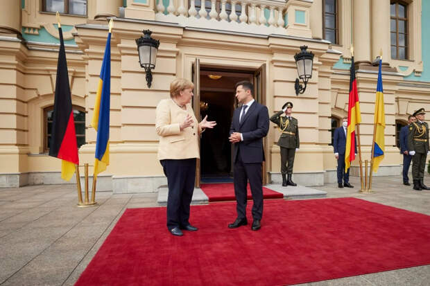"""""""Нож"""" от фрау Меркель. Последняя гастроль немецкой канцлерин расстроила политических украинцев."""